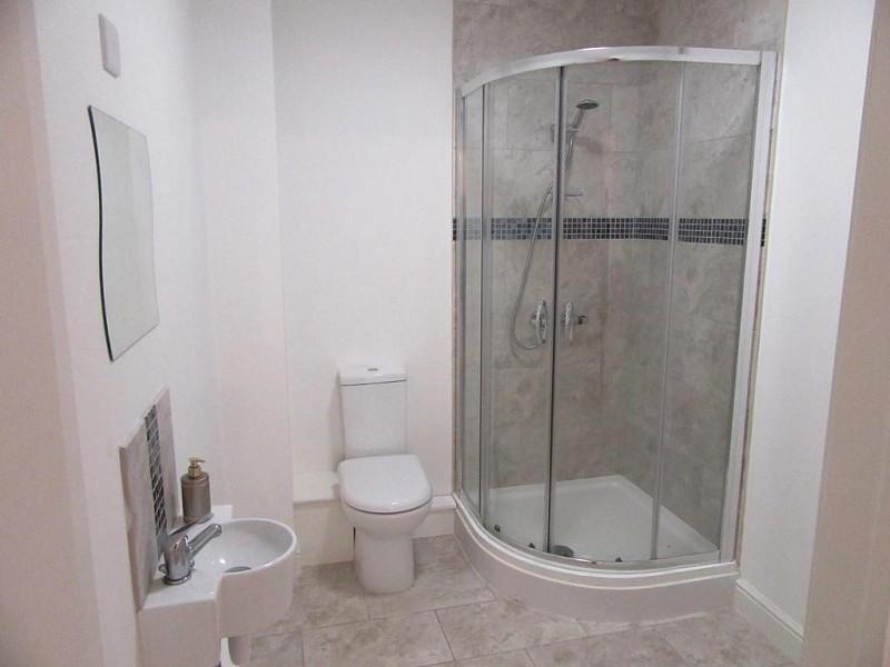 Guest suite with ensuite bathroom